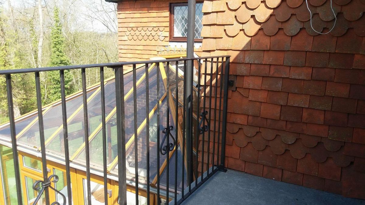 balcony-railing-hurst-green-01