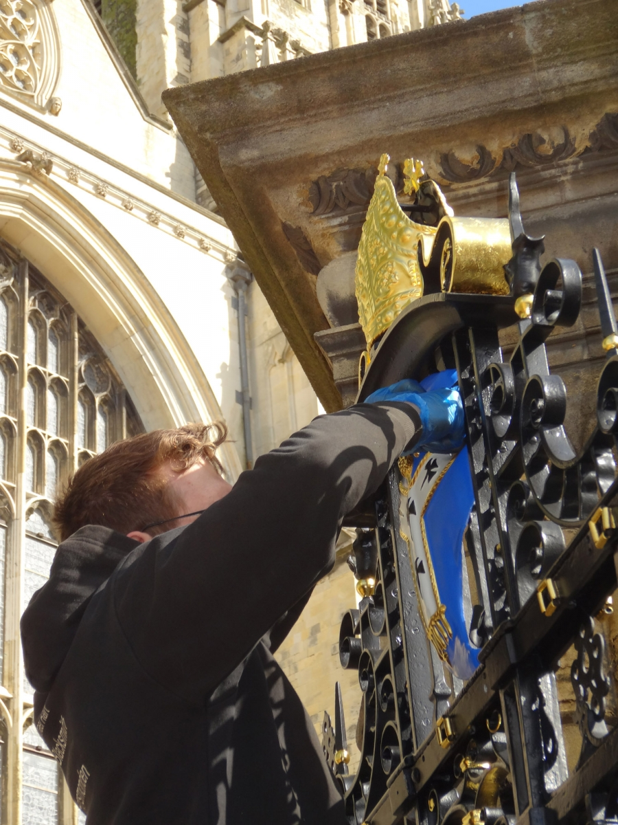 canterbury-cathedral-gates-07