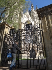 canterbury-cathedral-gates-09