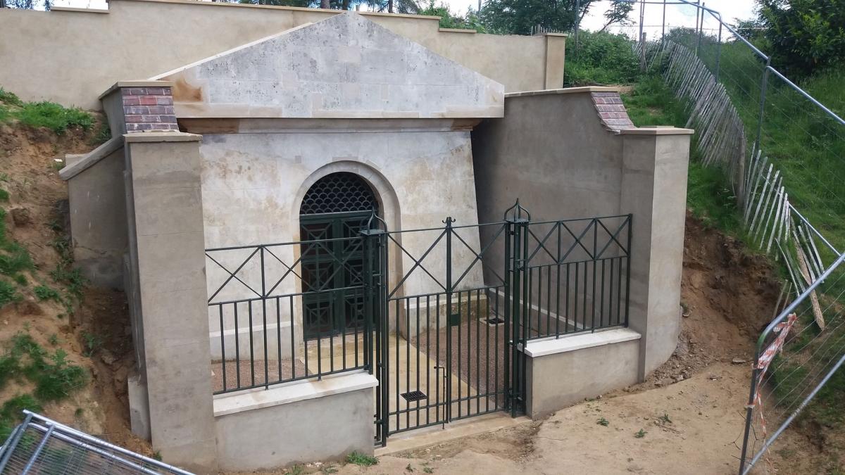 hope-family-mausoleum-dorking-03